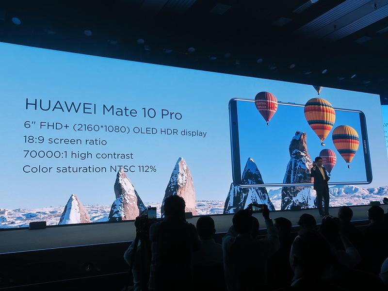 HUAWEI Mate 10 Proには6インチのフルHD+(2160×1080ドット)対応のOLED HDRディスプレイを搭載。縦横比18:9で、本体前面のほとんどをディスプレイが覆う