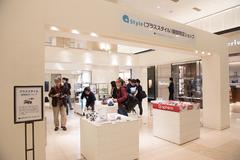 「Mode1」スマホ第3弾も登場、ソフトバンク「+Style」大幅拡充 東京・新宿の新宿タカシマヤ 1階 ザ・メインスクエアにて「+Style」取扱製品の展示や販売が期間限定で行われる