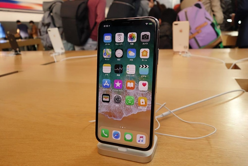 iPhone Xの実機。Apple 表参道の展示機には顔認証「Face ID」のデモアプリも入っていた
