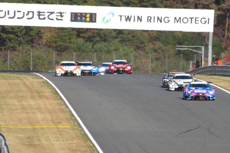 レース序盤は次々とオーバーテイクを決め、一時は3位を走行