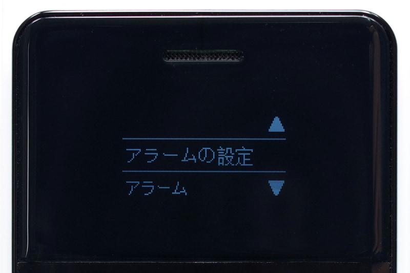 左から、着信履歴の詳細を表示している様子、アラーム機能、音声メモ機能です。画面真下の[▲][▼][OK]ボタンあたりで操作できるので、まずまずスムーズに使っていけます。ただし機能的には「必要最小限」といったイメージです。
