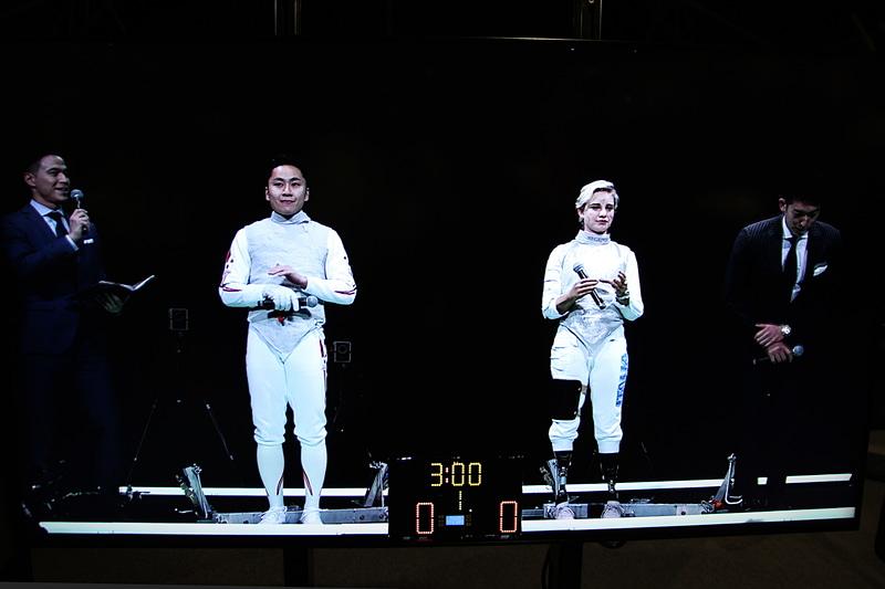 太田雄貴氏(中央左)とベアトリーチェ・マリア・ヴィオ選手(中央右)