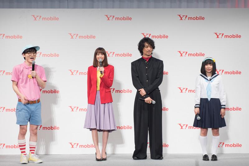 新CM「リズム縄跳び部」篇の発表では、テレビCM初出演というにゃんこスターの二人も登場した