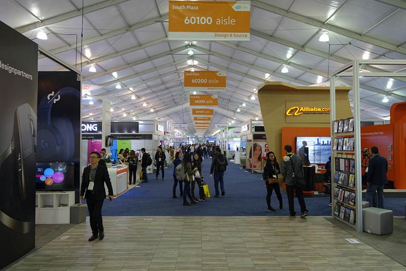 新ホールSouth Plazaの入り口から。Japan Techパビリオンは「64600 aisle(通路)」と「64700 aisle」の間である。つまり通路は全47本! ちなみに1通路あたり最大24ブース!