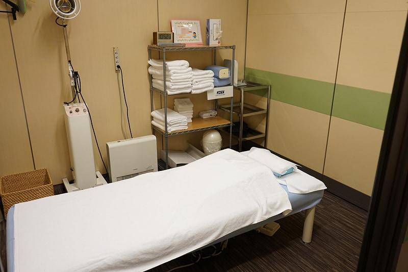 5室ある部屋すべての備品が同じ配置。視覚障害のあるスタッフが迷わないようにするためという
