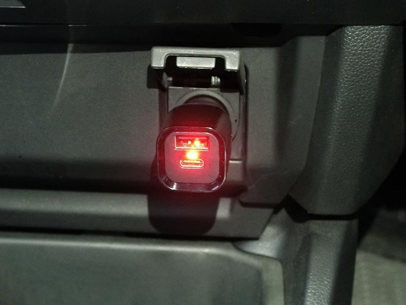 接続時は本体のLEDが赤く点灯する