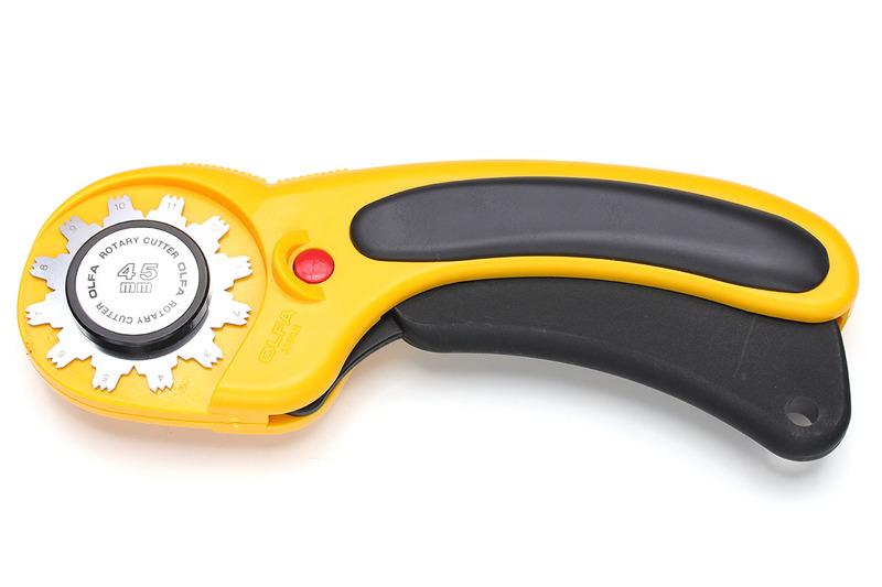 ダンボールを自由自在に折り曲げられる工作ツール「or-ita」。握りの部分はオルファ製品で、刃の部分がマコト・オリサキインターワークス研究所の独自製品です。