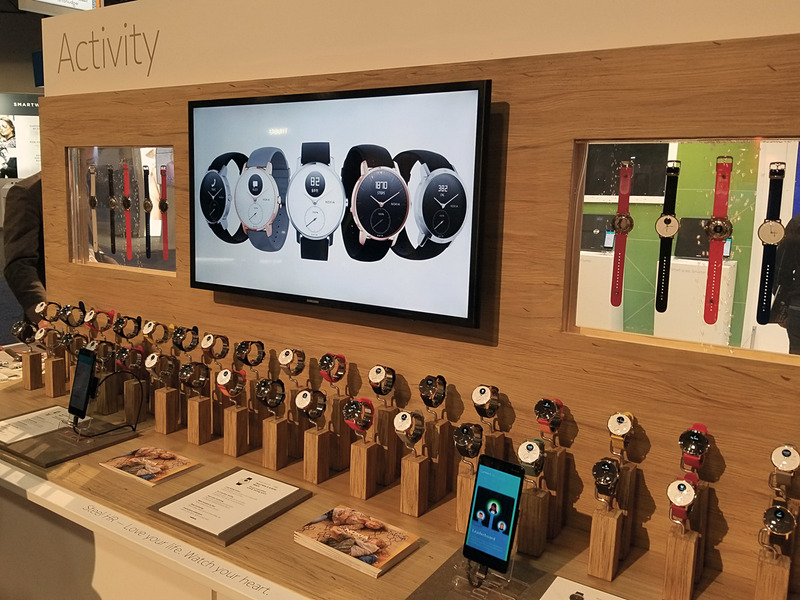 腕時計売り場のように展示は華やか