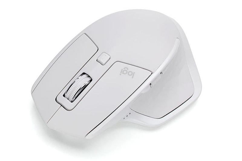 ロジクールの「MX MASTER 2S」。グレイというカラーですが、白に近い明るい色です。2017年の10月頃に購入し、しばらく使った状態。キレイな色のマウスですよね。
