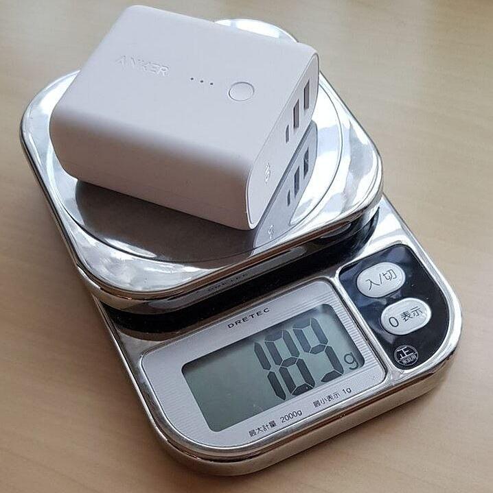 5000mAhクラスのキチンと考えられた商品ならこのくらいの重量は普通だ