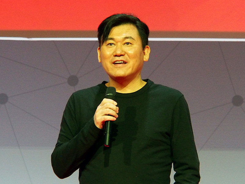 MWCの基調講演でMNO新規参入について語った三木谷氏