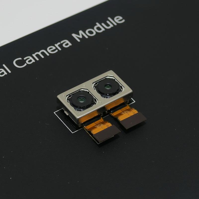 超高感度撮影のために、新たに開発されたデュアルカメラ