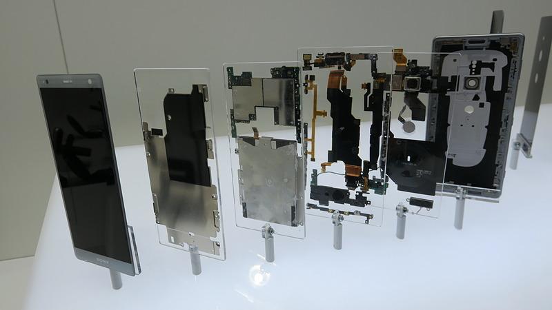 Xperia XZ2の前面部分の分解パーツ