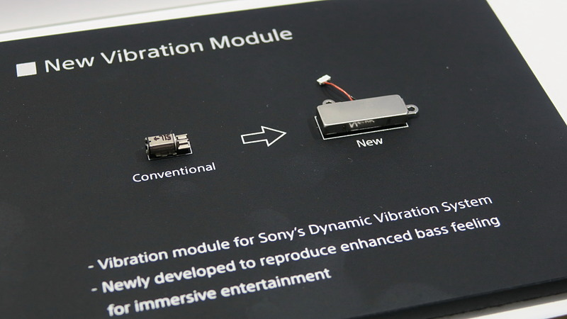 両機種に搭載されたバイブレーションのモジュール(右)。左側は従来のモジュール