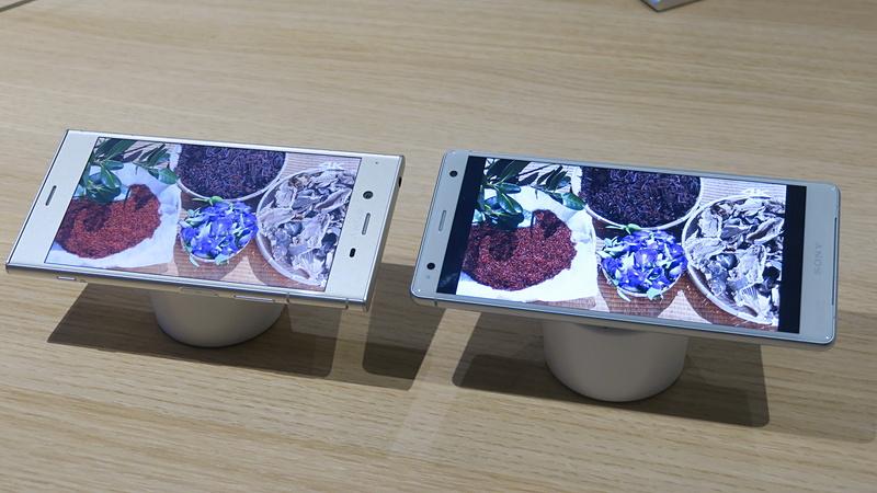 X-Reality for mobileも改良が加えられた。従来機種(左)との比較では差が明確