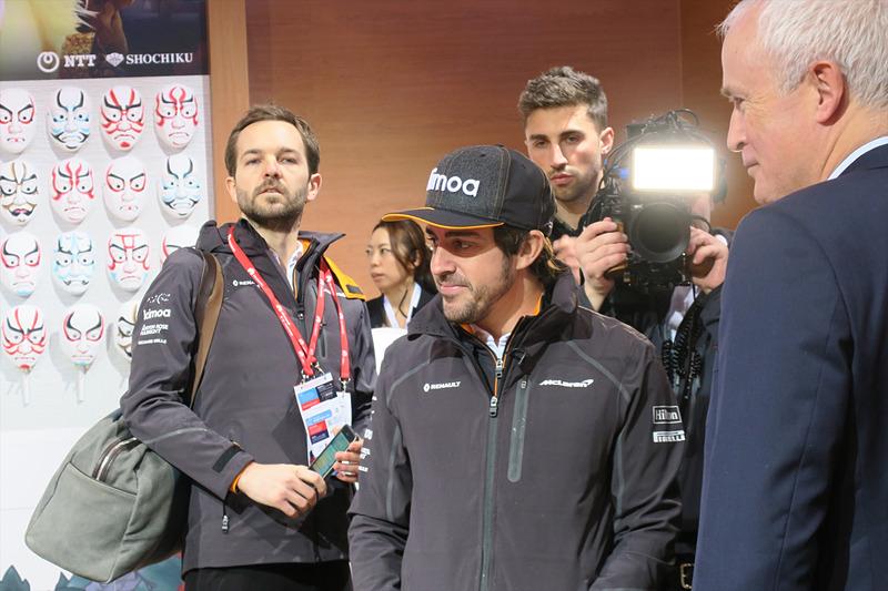 ブースを訪れたフェルナンド・アロンソ選手