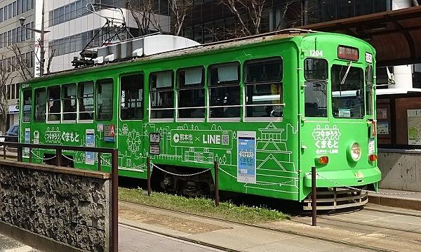 LINEアカウント開設を記念し、ラッピングした市電が3月末まで運行される