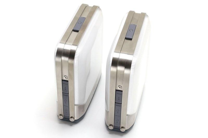 BaseLantern(7800mAh・質量587g)とBaseLantern XL(12000mAh・質量653g)は、内蔵バッテリー容量・質量以外の仕様は共通です。サイズは幅12.9×奥行き4.4×高さ12.7cmで、明るさは500ルーメン。バッテリー容量の違いで連続点灯時間が異なり、BaseLantern(7800mAh)は5時間(HIGH)~54時間(LOW)、BaseLantern XL(12000mAh)は7.5時間(HIGH)~78時間(LOW)です。防水等級はIPX4で「いかなる方向からの水の飛沫によっても有害な影響を受けない」というレベル。雨に打たれても大丈夫な生活防水というイメージです。
