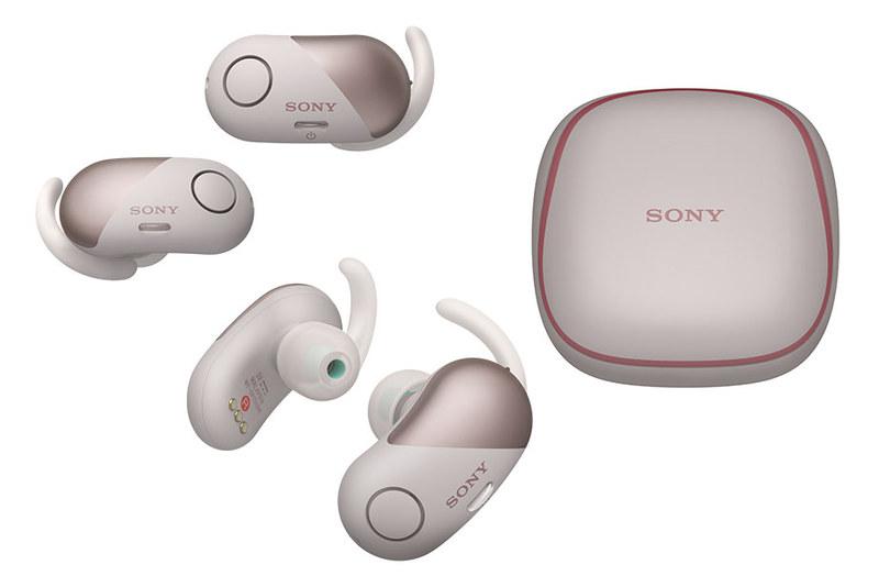 ソニー「WF-SP700N」。左右独立型の完全無線(Bluetooth)ステレオヘッドセットで、防滴性能やノイズキャンセリング機能を備えています。音楽聴取などのほか通話にも対応。カラーはブラック、ピンク、イエロー、ホワイトの4種類がラインナップされています。実勢価格は税込2万3000円前後。