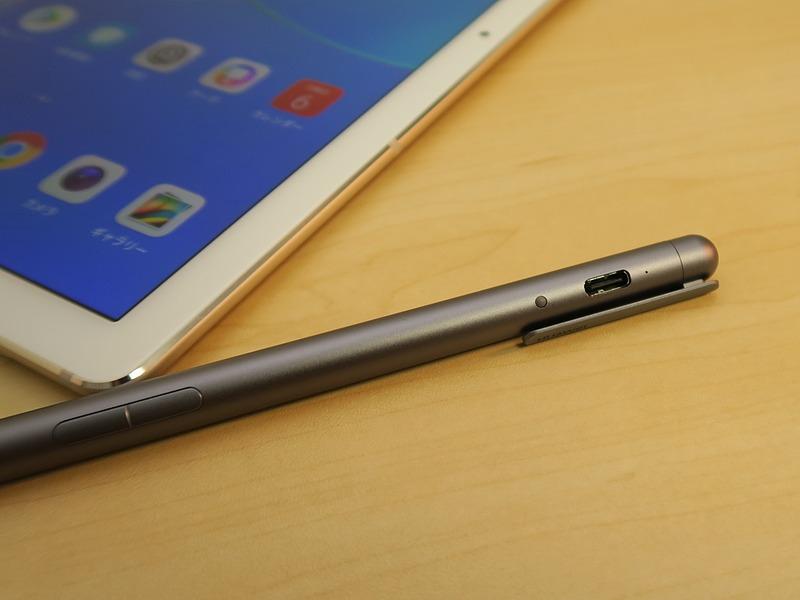 「M-Pen」はフックの部分を回したところに、USB Type-Cの端子が備えられていて、充電ができる