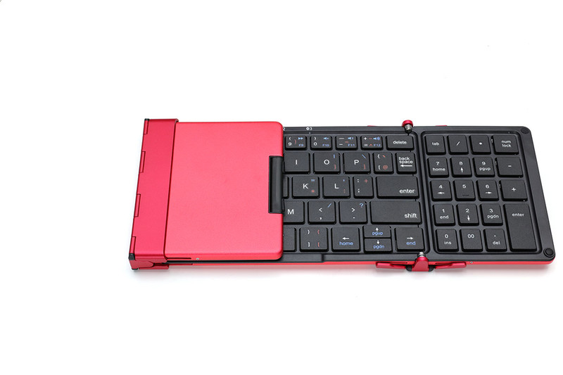 TENPLUSは3つ折りタイプのモバイルキーボード。使用時の本体サイズは横278×縦90.5×厚さ12.5mmです。フルサイズのキーボードと比べるとかなり小型なので、その分キーサイズも小さくなっています。