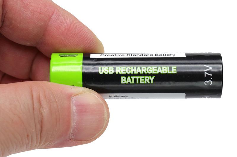 microUSBで充電でき、乾電池の代替として使えるリチウムポリマー二次電池各種。人によって利便性が異なりますが、筆者的には9Vタイプと18650タイプがツボった~!