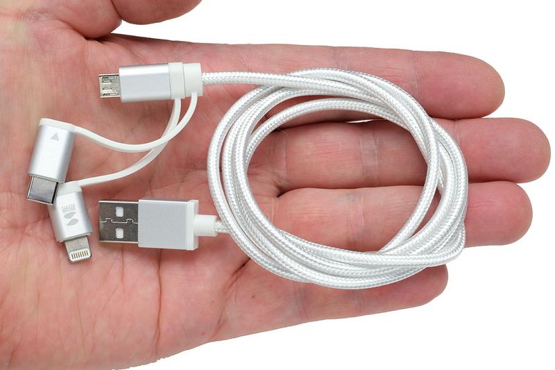 サンワダイレクト「3in1ケーブル 500-IPLM019」。キャップの付け外しで使えるLightning端子/USB Type-C端子/microUSB端子対応の3WAYケーブルで充電にも通信にも使えます。Lightning部分はMFi認定品。長さは1m。