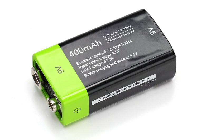 サンコー「USB充電できる乾電池 9V形」。容量400mAhで電圧9V、質量は26g、税込1480円です。満充電後にテスターで電圧を測ったら9.48Vでした。