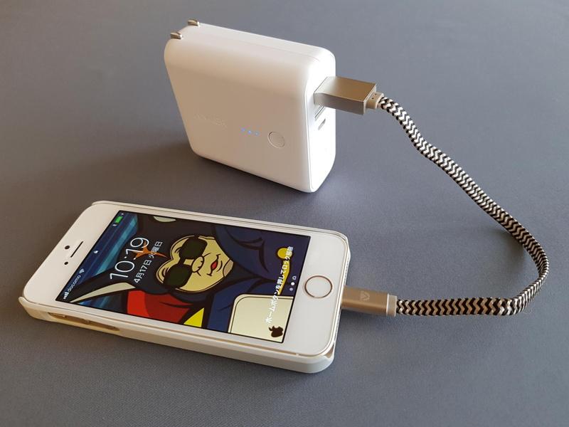 USBモバイルバッテリーを利用した緊急充電にはちょうど良い長さだ