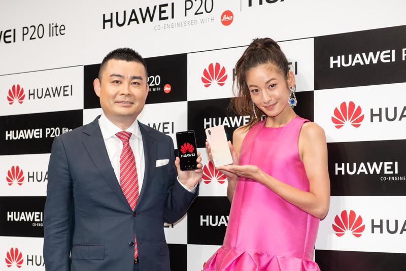 ファーウェイのゴ・ハ氏(左)とゲストとして登壇したモデルの西山茉希(右)