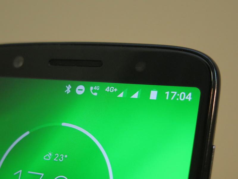 デュアルSIMデュアルスタンバイに対応。両方ともLTEに対応するが、同時利用はできないため、国内ではLTEと3Gを組み合わせて利用する