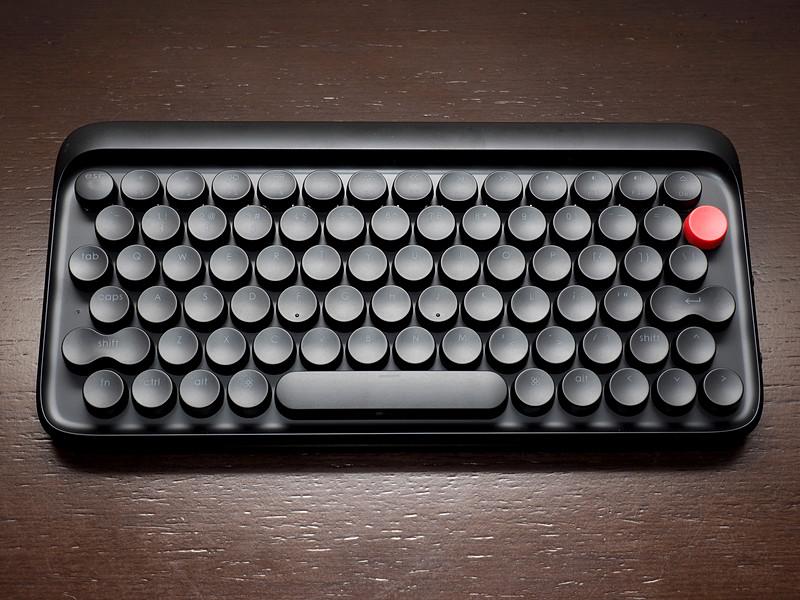 タイプライターがモチーフの無線/有線メカニカルキーボード「Lofree」