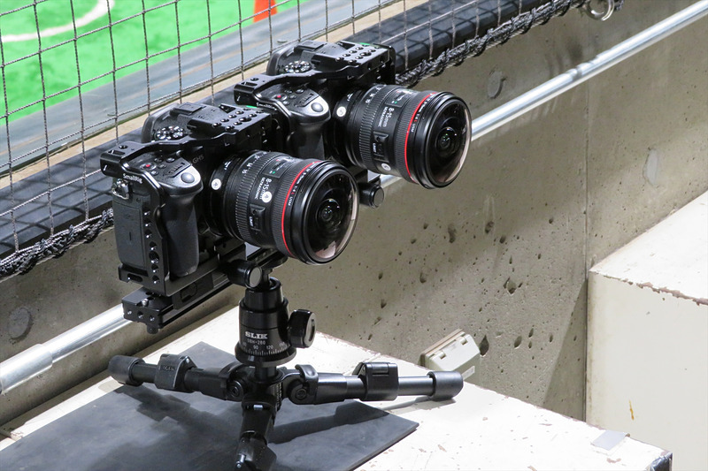 穴の中にVR撮影用のカメラが設置されている