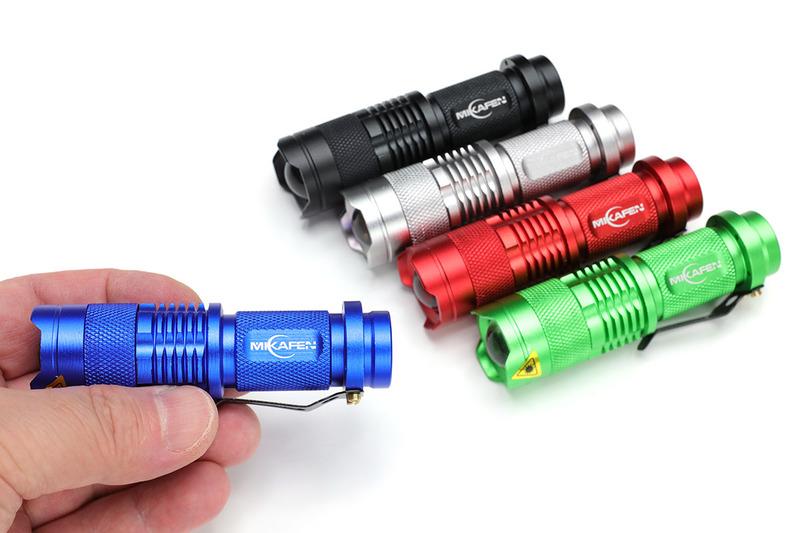 """Amazonで売られていた14500リチウムイオン二次電池対応のLEDフラッシュライト各種。左は5本セットでナンと税込1399円(<a href=""""http://amzn.asia/bsTYPQA"""" class=""""strong bn"""" target=""""_blank"""">Amazon.co.jpへのリンク</a>)でした。懐中電灯として十分実用的な明るさです。中央は2本セット税込999円(<a href=""""http://amzn.asia/6gEW9RB"""" class=""""strong bn"""" target=""""_blank"""">Amazon.co.jpへのリンク</a>)で、前方と横にLEDを内蔵しています。横のCOBタイプLEDがかなり明るい。ちなみに、14500二次電池は単3形乾電池とほぼ同じサイスですが、これらのフラッシュライトは14500でも単三形乾電池でも使える仕様です。"""