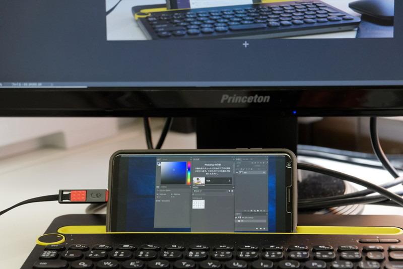 フォトレタッチソフトのツールバーなどを置いておくと画像編集の邪魔にならない