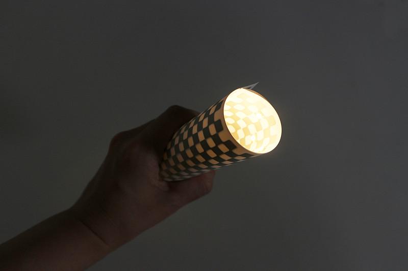 くるくると巻くと点灯する懐中電灯だ