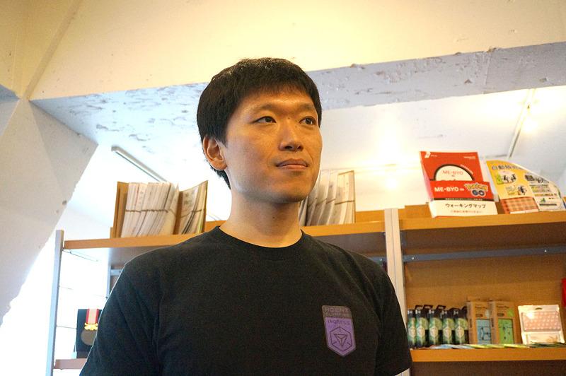 野村氏と同じ大学で同じ研究室の先輩にあたる岩﨑直木氏は、2009年にグーグルジャパンへ入社。同氏がきっかけで野村氏もグーグルへ入ったという。Googleマップを担当し、野村氏とドラクエ風マップを手がけた。自転車が趣味で1日最高400kmを走るという