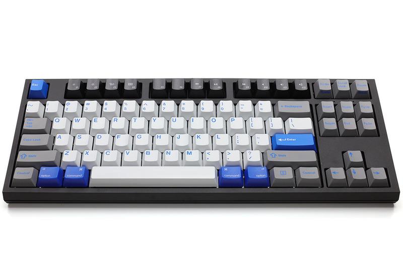 こんな雰囲気のキーボードになりました。メディアキーは赤と黒を買いましたが、赤だとハデ過ぎなので黒をセット。