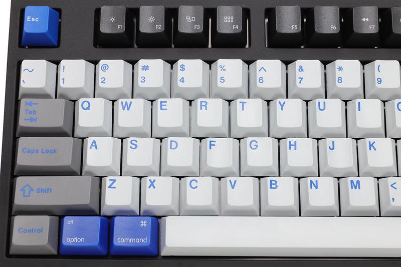 後から追加したMac用修飾キーと、もとのEscキーやEnterキーの色合いがやや異なりますが、筆者的には許せる範囲です。メディアキーに正しい刻印が入っていると、やっぱりナニゲに便利です。
