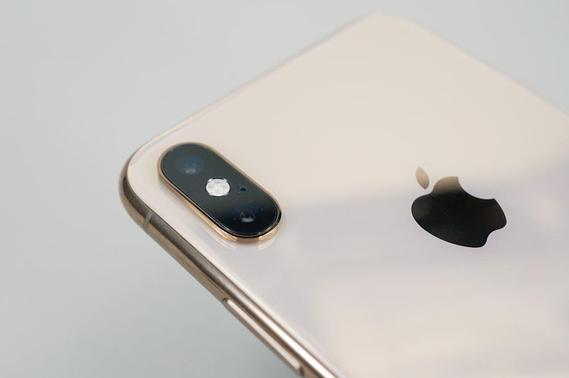 iPhone XS Maxのカメラ部。iPhone X/XS同様に縦にレンズが並んでいる