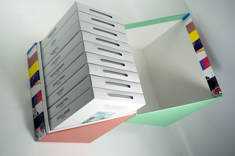 中を開けるとカバーを収納した箱がずらり