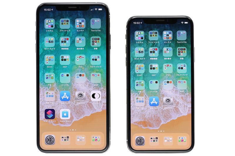 左写真は、6.5インチのiPhone XS Maxと5.8インチのiPhone Xを比べた様子。右写真は、5.5インチのiPhone 7 Plus(モック)と比べた様子(iPhone 8 Plusは下取りに出しちゃったので~)。iPhone XS Maxは表側全体が画面で、画面サイズもビッグ。表示部の広さは圧巻です。
