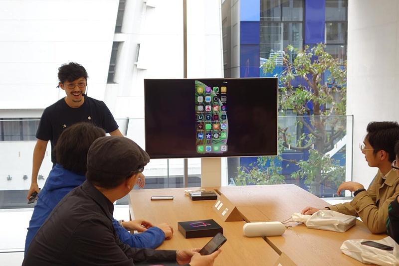 3階ではアップル製品の使い方セッションプログラムが開催される