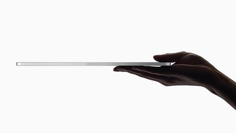 薄さは両モデルともに5.9mmで、iPadとしては最薄となる。断面形状は四角くなった
