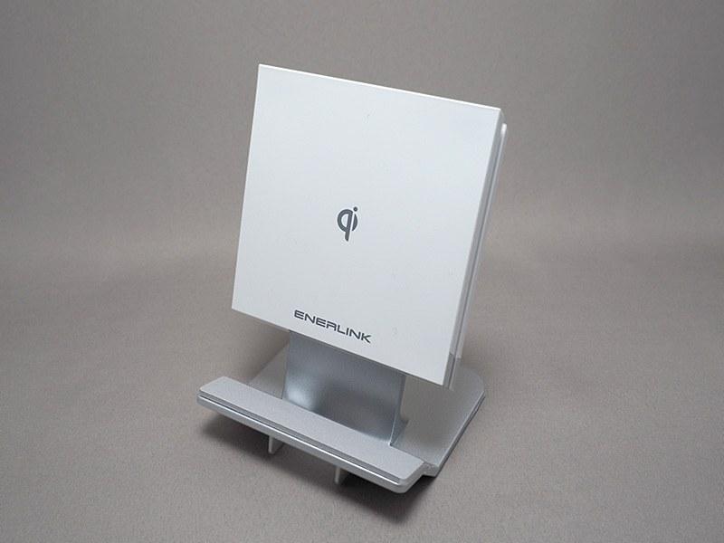 サンワサプライのスタンド/平置き両対応Qi充電器「700-WLC003」