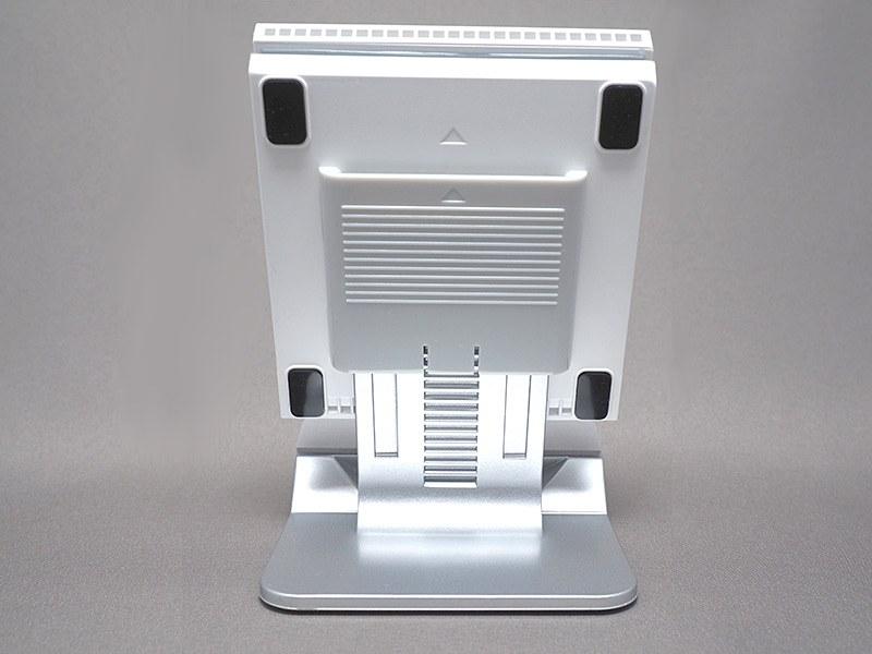 充電パッドの高さ調節をすることで、機器ごとに異なるコイル位置に対応する