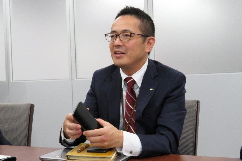 シャープ 通信事業本部 パーソナル通信事業部 事業部長 小林繁氏