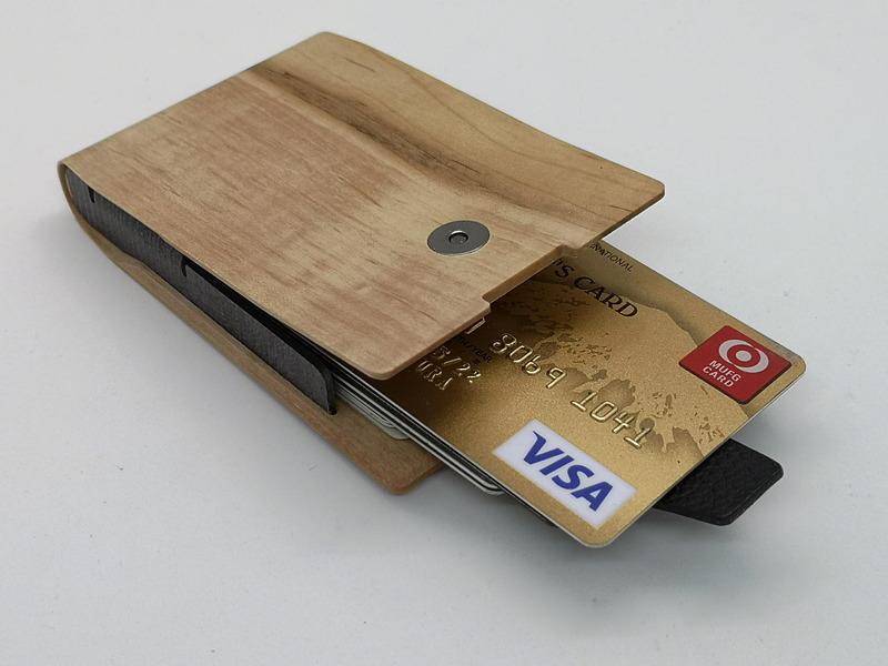 クレジットカードホルダーとしても使用できる