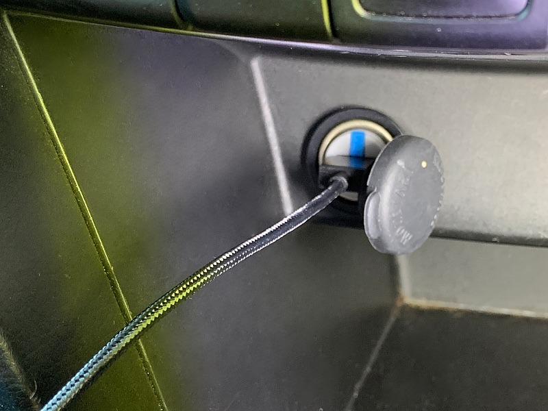 レンタカーやカーシェアではケーブルをつけたままのほうが置き忘れ防止になるだろう