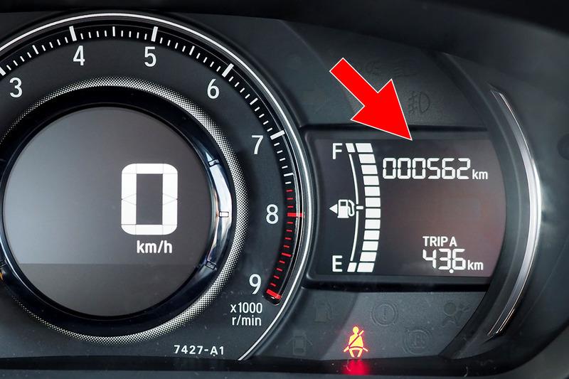 アプリ上の積算走行距離は、インターナビを介して定期的に実車の積算走行距離へと書き換えられます。ドライブの休憩時、アプリを見るとだいたい走行距離が一致していたりして。けっこう頻繁にサーバーと通信しているっぽい!?